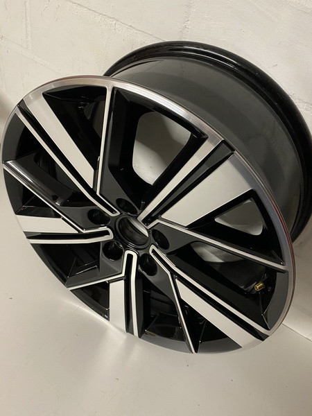 VW Alufelge Valdivia für VW T5 T6 T6.1 8J x 18 ET50 7LA601025B FZZ #30012