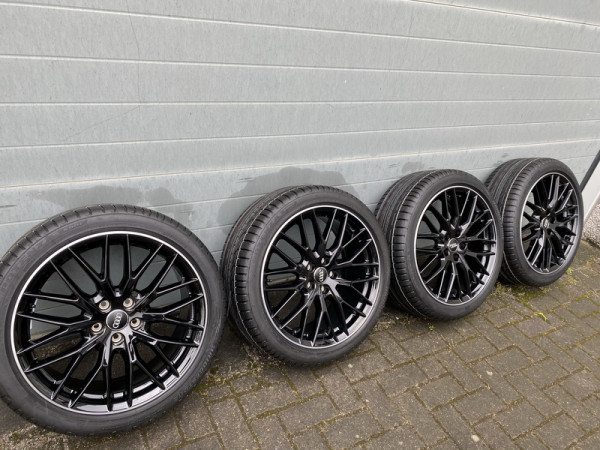 Radsatz für Audi SQ2 Q2 GA 19 Zoll S-Line Y-Speichendesign TN:81A601025AB Schwarz mit Bereifung 3000